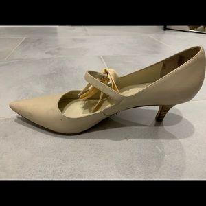 Tory Burch kitten heels with bow tie detail sz 9